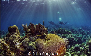 Underwater lights by Julio Sanjuan
